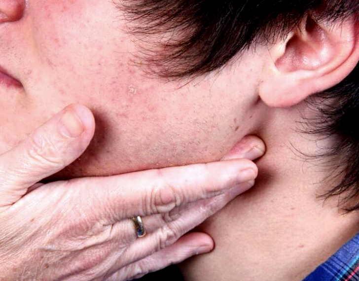 воспаление лимфоузлов возле уха причины симптомы и лечение у взрослых